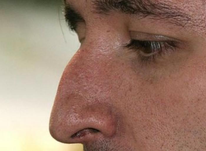 Нос с горбинкой