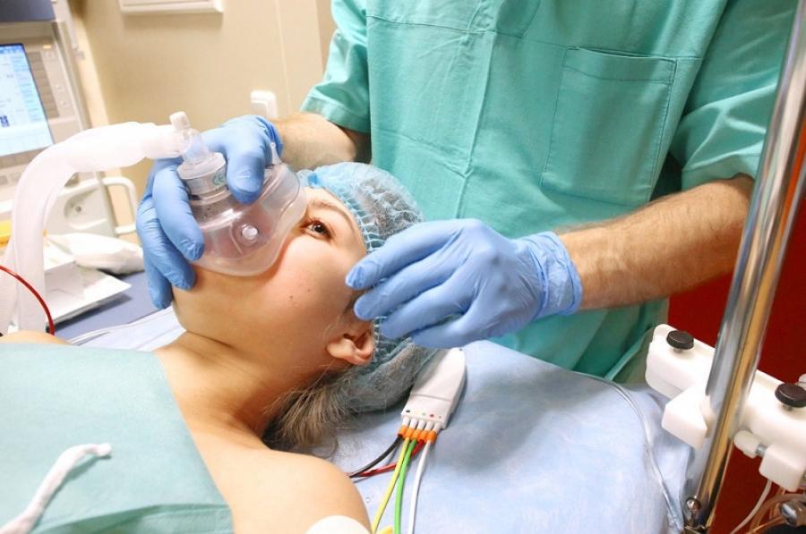 фото процесс ввода пациента в наркоз перед пластикой носа