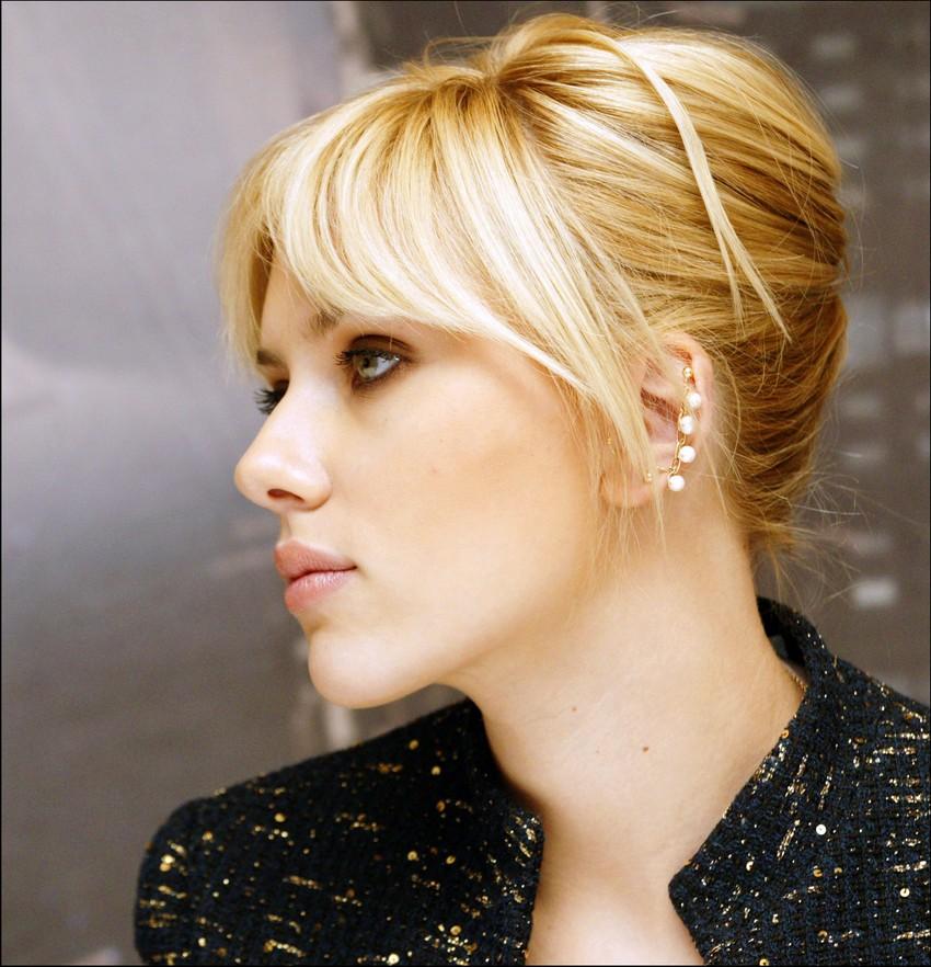 Фото блондинка с курносым носом в профиль